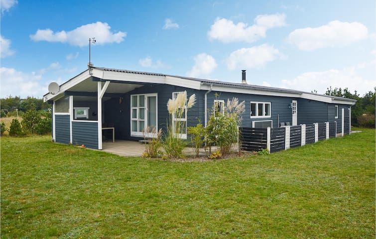 Holiday cottage with 3 bedrooms on 105m² in Skjern