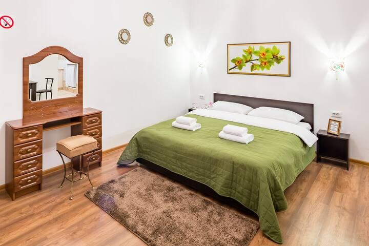 Однокомнатная красивая  квартира в самом центре