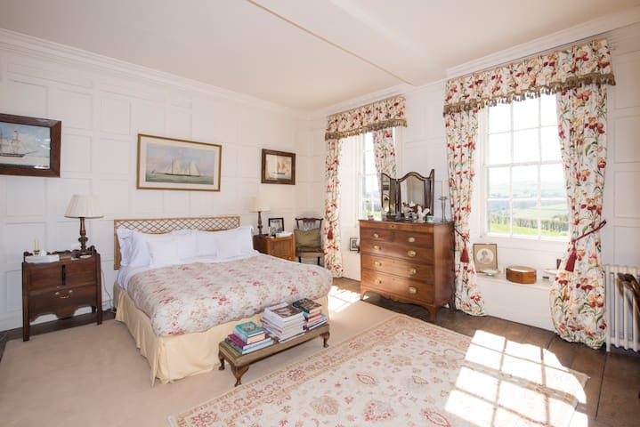 Casterne Hall - Manor house with outstanding views - England - Bed & Breakfast
