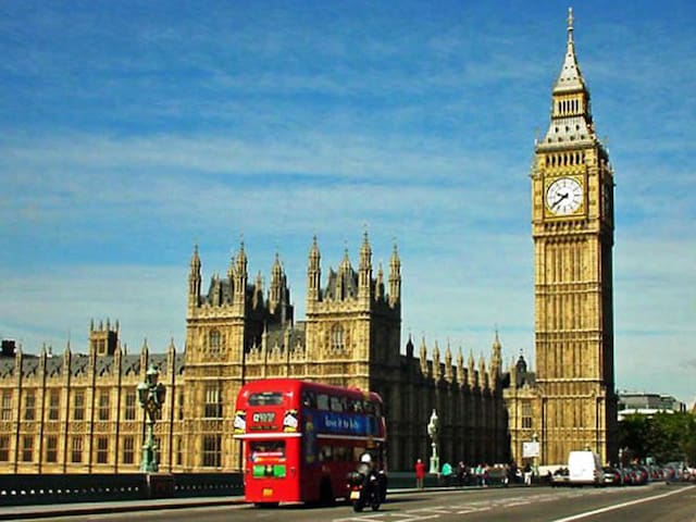 Big Ben and the London buses