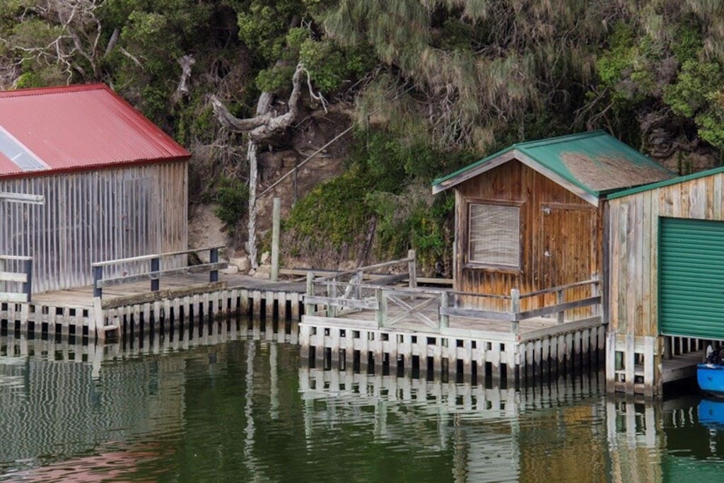 Private shed, boat mooring and landing