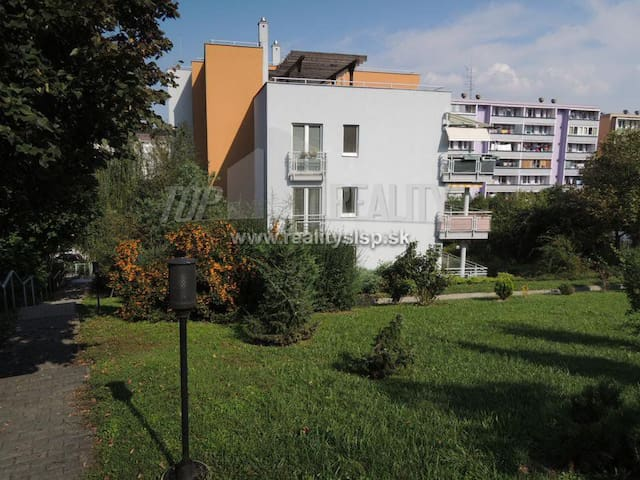 Big flat-10 minutes from city center with parking
