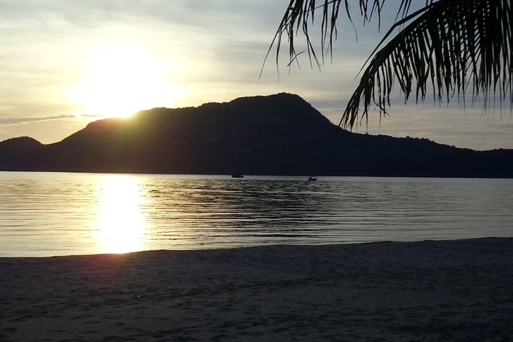 Glorious sunrise over Koh Koram (Monkey Island)