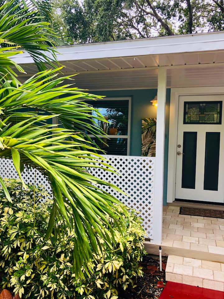 Fun tropical duplex with free bikes and kayak 2