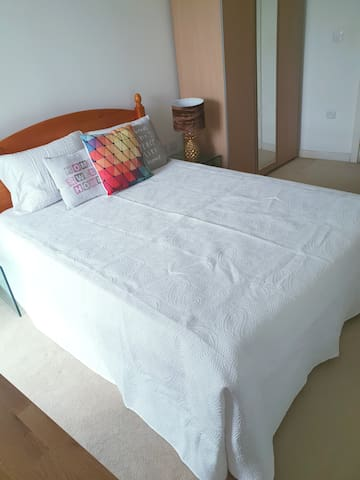 Ensuite room, Wandsworth, London ; zone 2;