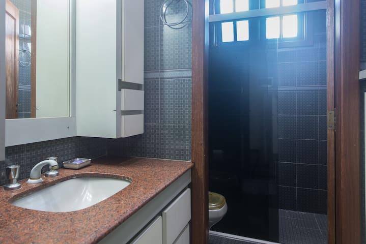 Banheiro 1º andar