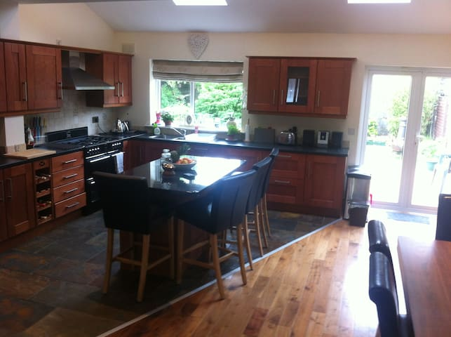 *AVAILABLE NOW* LARGE ROOM,DUBLIN - Swords - Huis