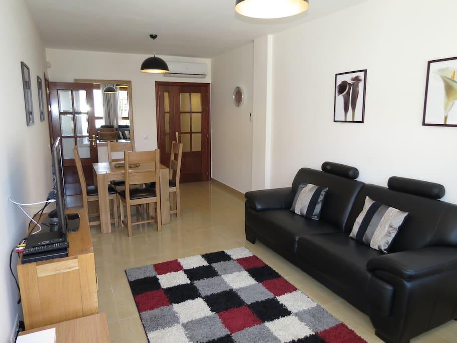 sitting room/dinning area