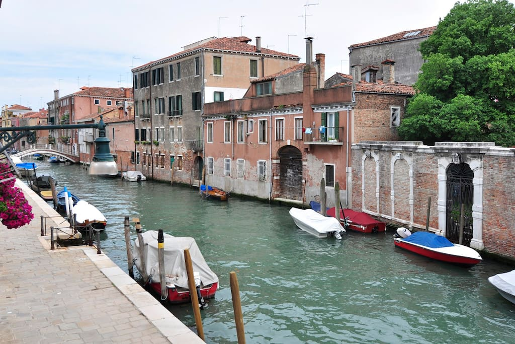 venice canal view flat 2 bedrooms apartments for rent in venice veneto italy. Black Bedroom Furniture Sets. Home Design Ideas