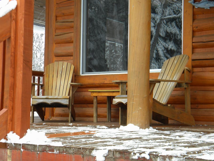 Les chaises Adirondaks même l'hiver