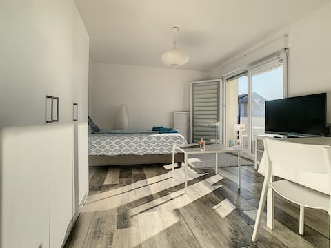 Studio near station tram bus to Basel and airport