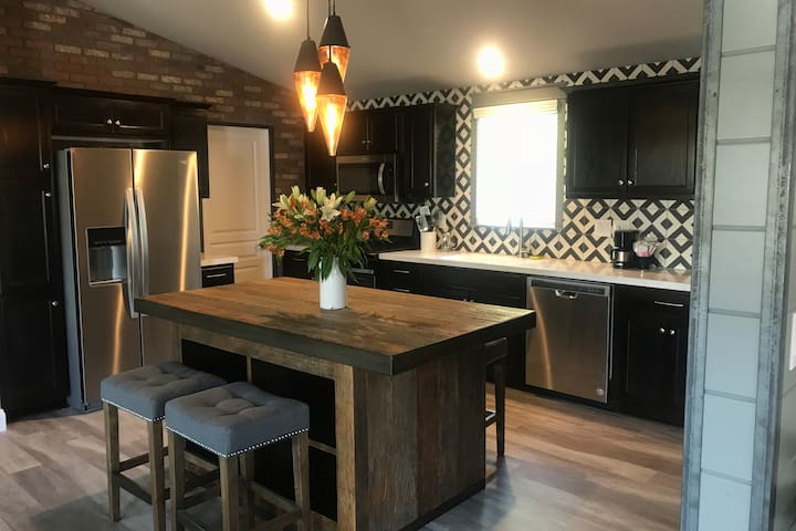 Renovated Private 3BR/2BA Cottage in Wine Country