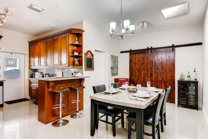 🌟Master Suite & Kitchen w/ 24h Self Check-In!