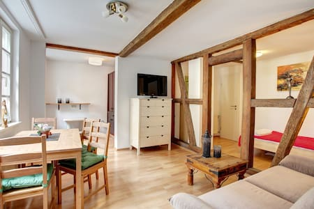 Private apartment-kitchen/wifi/bath - Frankfurt - Hus
