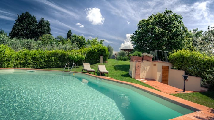 Private holiday house with pool close Florence