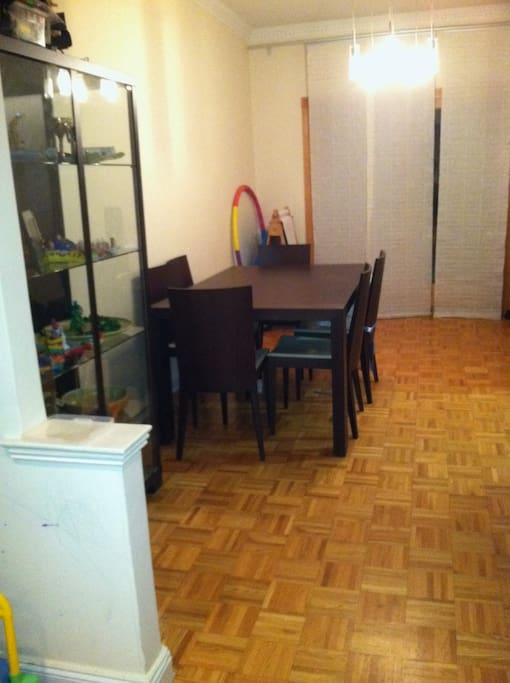Dining Room, with seating for Six (the table extends to accomodate up to 8/10