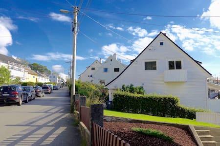 Unique location at Bergen Hills. Close to center. - Μπέργκεν - Διαμέρισμα