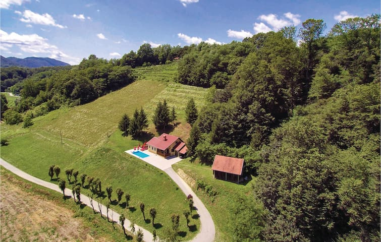 Holiday cottage with 4 bedrooms on 97m² in Tuhelj