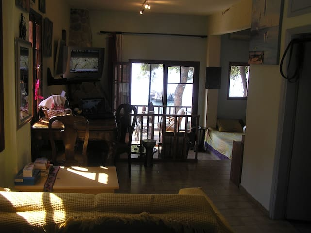 Traditional Studio 20m from the sea
