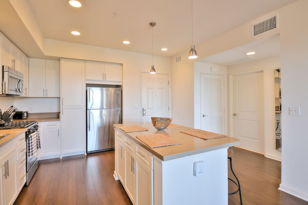 Fully Equipped Kitchen with alll you need to Enjoy a Home-Cooked Meal