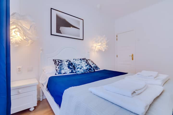 Suite with private bathroom on Groundfloor - Blue