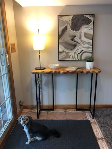 """Entry table with key bowl and info sheet.  Lily say """"Welcome!"""""""