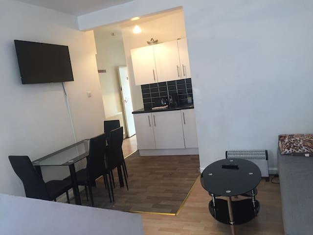 Cosy studio flat 1