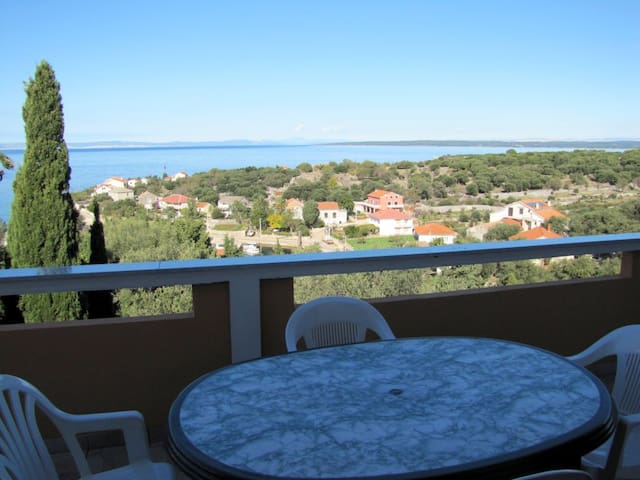 ZORA F - 4 bedroom app with WIFI & air con, Lun - Lun - Appartement