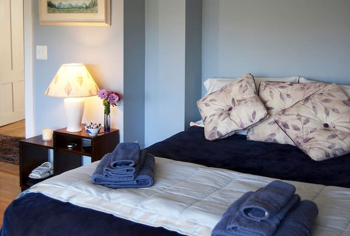 Plenty of towels and soft linens to pamper you.... dual control heated mattress pad for chilly nights.
