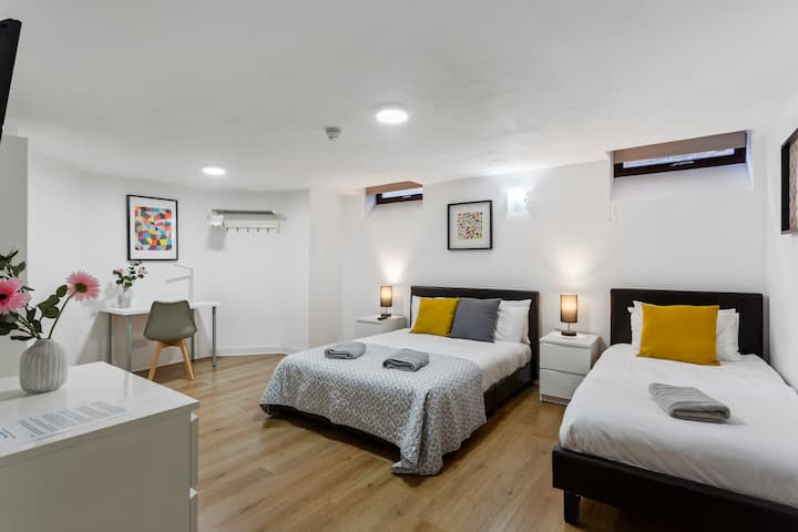 6 Bed Basement Room with Free Parking and Wi-Fi