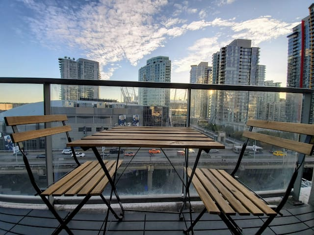 Modern 1 bdr with water views! Downtown Vancouver