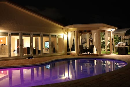 Nice Home with private Dock & Pool - ポンパノビーチ