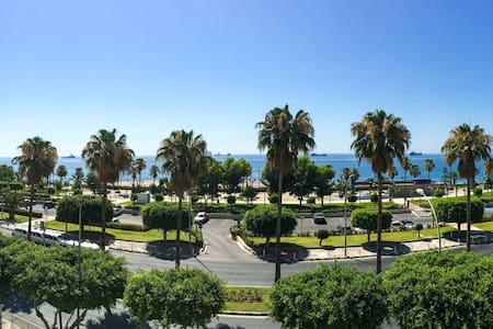 Brightfull apt directly on the sea - Limassol - Leilighet