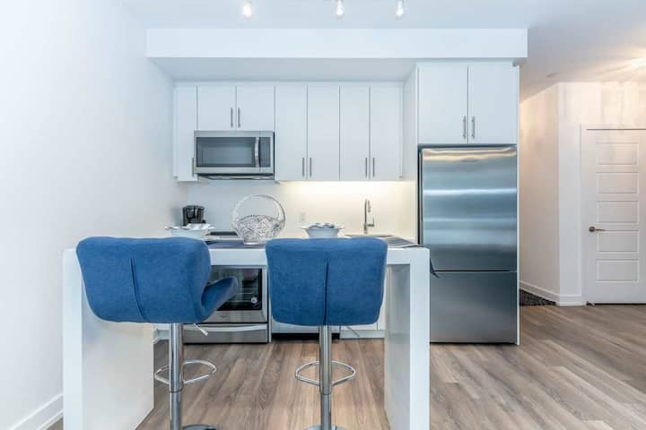2 BR w/ Private Terrace-Getaway at Friday Harbour