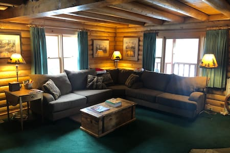 Private Room in Cozy Log Cabin in Tahoe Donner