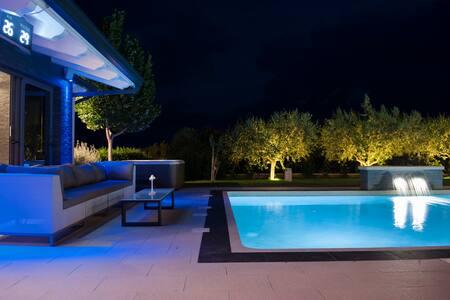 Villa Shanti 4 apartments**** heated pool&jacuzzi