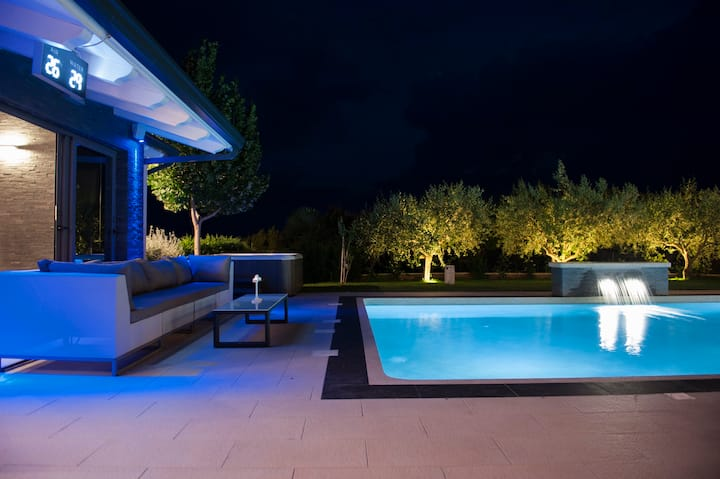 Villa Shanti 4 apartments with big pool & jacuzzi