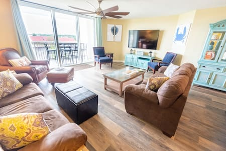4Br/4Bath Relaxation on the Intracoastal Waterway