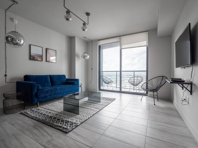 Chic High-Rise 1 BR w/ 5 Star Amenities | Downtown