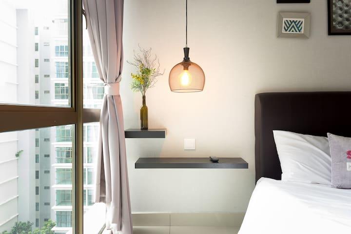 Modern Master Bedroom w/ WiFi Mt Austin #PZC12A