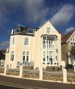 Sea Views - Cool - 1 Bed Flat by the Beach/Theatre - Southend-on-Sea