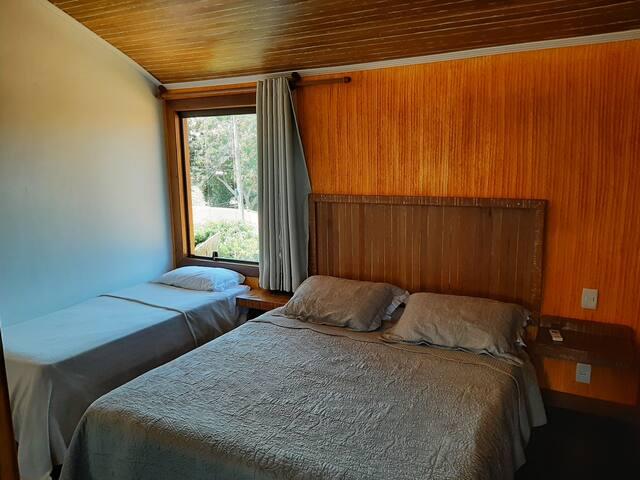 Suite 4 com 1 cama quenn e 1 de solteiro