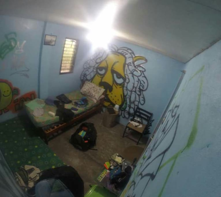 Backpackers room for rent with common c.r.