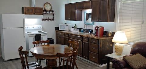 North Longview Cozy Cottage w/ Firepit + Grill