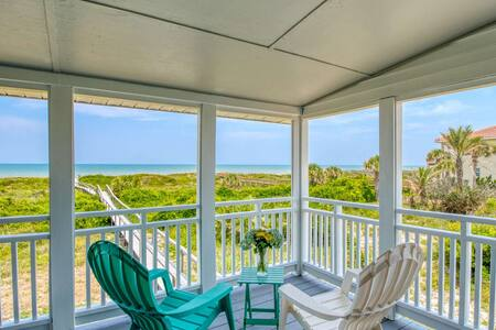 BEACHFRONT! Fabulous VIEW, Priv. Porch & Boardwalk to Quiet Beach, Spacious & Beautifully appointed