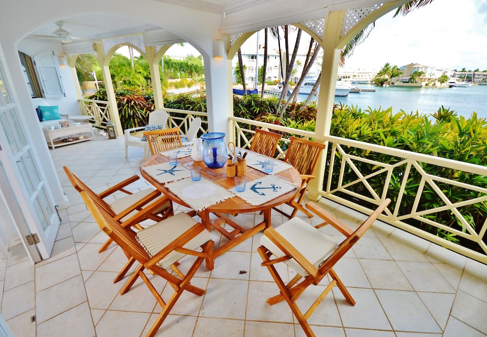 Outdoor dining on terrace
