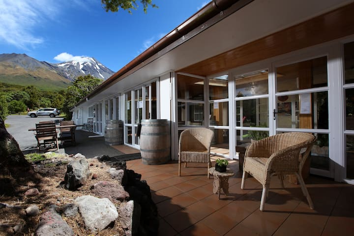 Dawson Falls Mountain Lodge - Single Room (4) - Egmont National Park - Allotjament sostenible a la natura