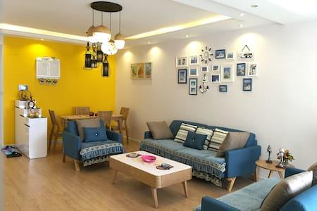 位于贵阳城市中心繁华地段-与花果园湿地公园相邻-温馨的豪华三居室公寓 - Guiyang Shi