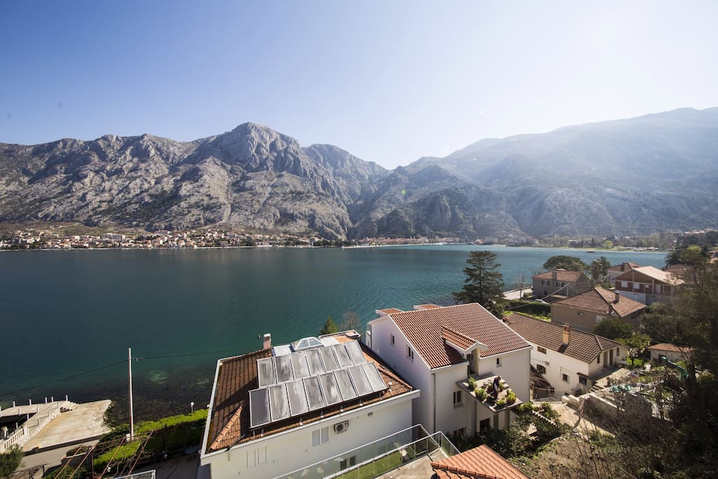 Spectacular view of kotor bay appartements louer muo for Campement a louer a grand baie avec piscine