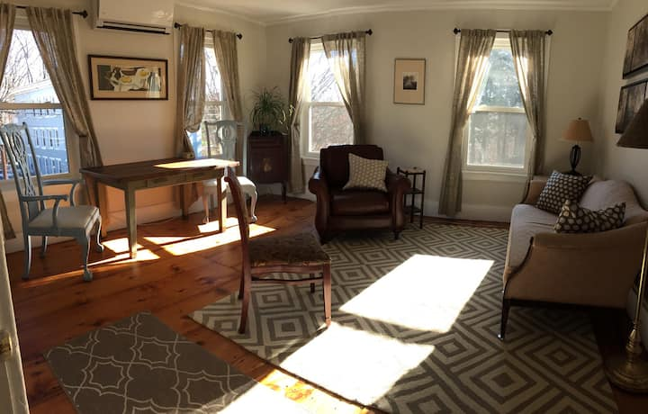 Apt in town 2 BR/2 levels in Victorian Farmhouse